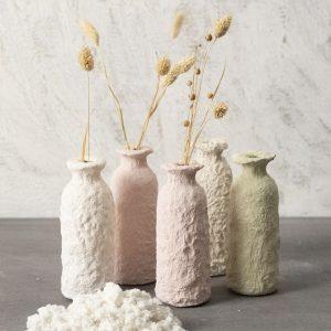 Kreativ vase af glas med pulp